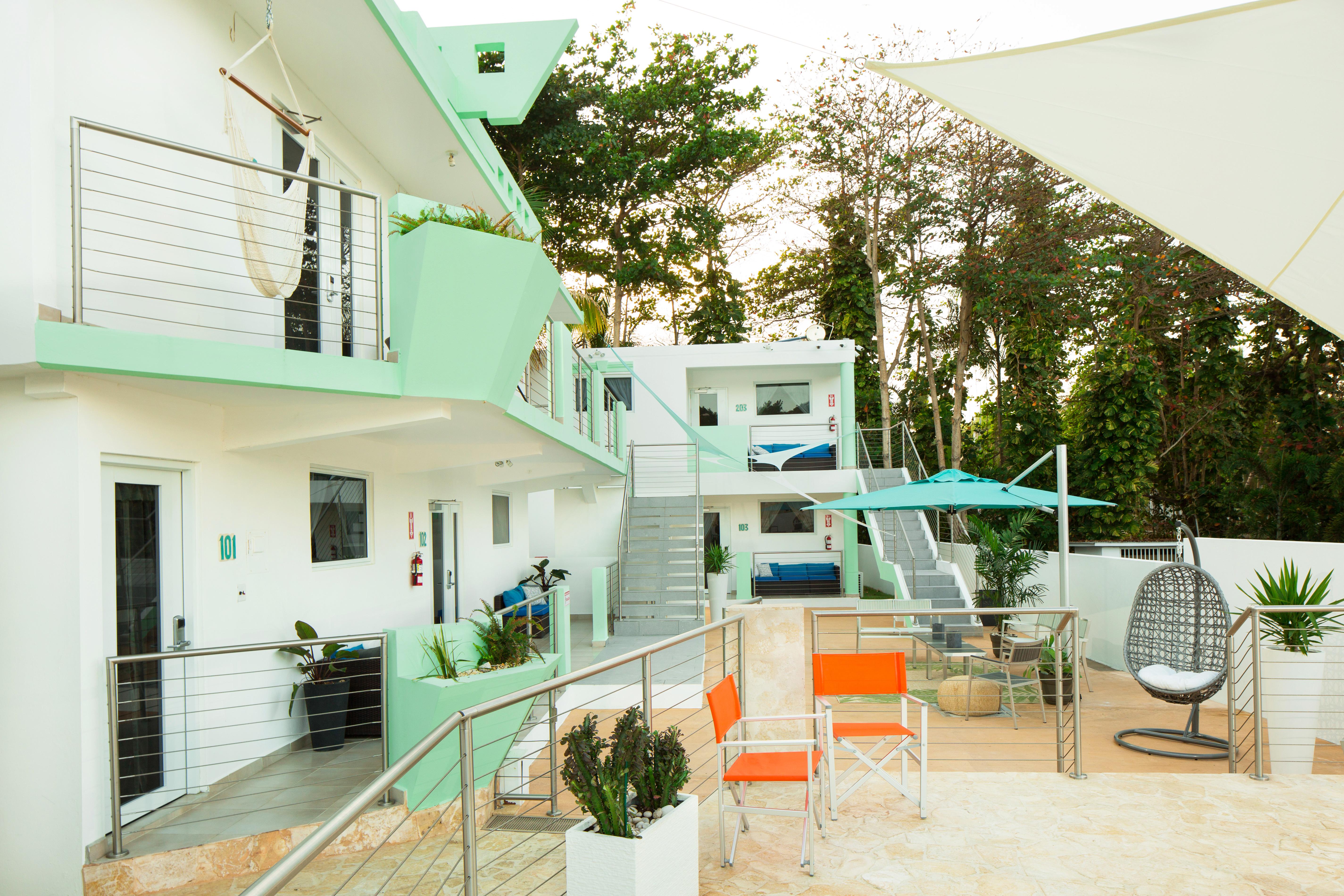 038 Exterior Courtyard 03